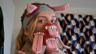Μάσκες που «βγάζουν γλώσσα» - Καλλιτεχνική πρόταση από την Ισλανδία