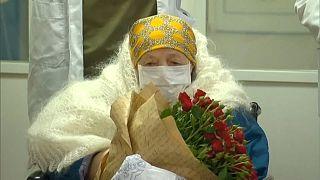 Μόσχα: Η 100χρονη Πελαγία θεραπεύτηκε από την covid-19 και πήρε εξιτήριο την ημέρα των γενεθλίων της