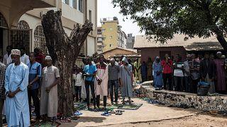 إقامة الصلاة في مسجد في غينيا/ أرشيف