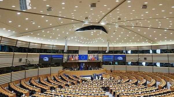 Kiverte a biztosítékot az EP-ben a magyar Facebookozók kihallgatása