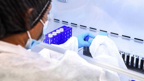 Tests auf das Coronavirus in einem Pariser Labor.