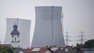 تم تفجير أبراج التبريد في محطة الطاقة النووية بعد إيقاف تشغيلها في فيليبسبورغ، ألمانيا، 14  آيار / مايو، 2020.
