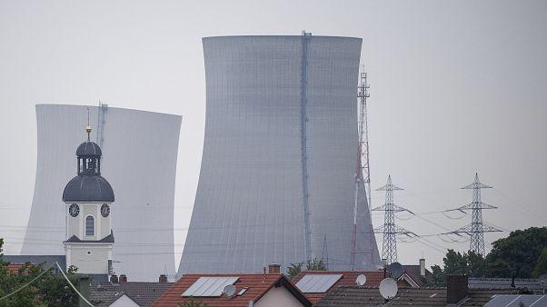 Allemagne : les tours de la centrale nucléaire de Philippsburg soufflées