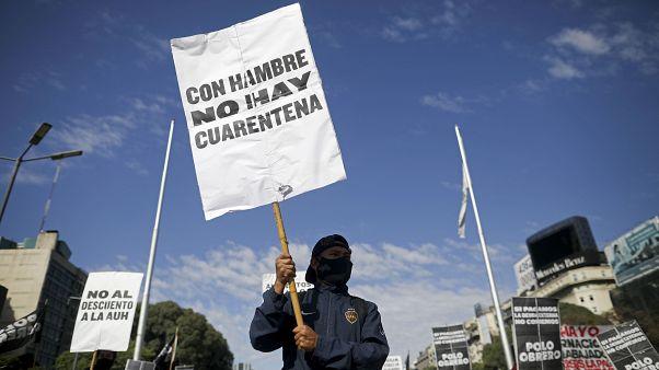 Los argentinos toman las calles a medida que las colas de hambre se multiplican