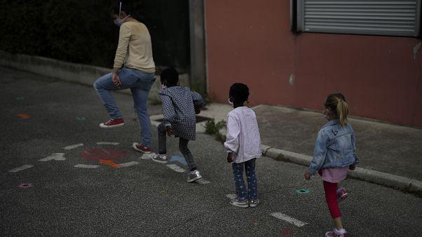 Επιστροφή στο σχολείο για τους μαθητές δημοτικών στη Γαλλία