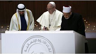 شيخ الأزهر والحبر الأعظم يدعوان المسلمين والمسيحيين للصلاة من أجل انتهاء الوباء
