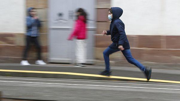 Koronavírus: a gyermekek is veszélyeztetettek?