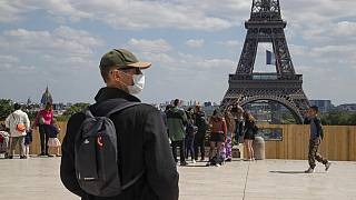 As margens do Sena e dos canais parisienses são os novos pontos de encontro