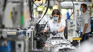 ضربه کرونا بر اقتصاد؛ آلمان خود را برای رکود اقتصادی آماده میکند