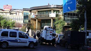 HDP'li 4 belediye başkanı gözaltına alındı, Siirt belediyesine kayyum atandı