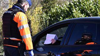 Polizeikontrolle an deutsch-belgischer Grenze in Kelmis. (Photo by ERIC LALMAND / various sources / AFP) / Belgium OUT