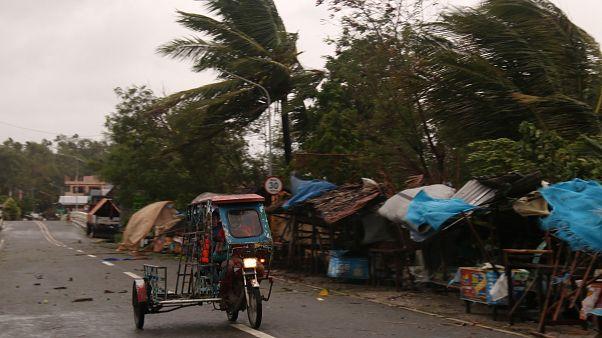 إعصار قوي يضرب الفيليبين