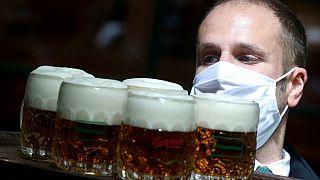 Riaprono i battenti i monaci trappisti belgi. E c'è chi si fa due ore d'auto, per la birra!