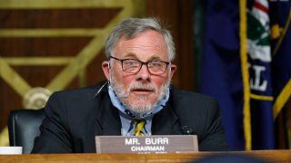 استقالة رئيس لجنة الاستخبارات في مجلس الشيوخ الأمريكي