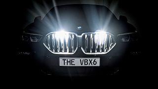A BMW Vantablack X6 hűtőrácsa a Frankfurti Nemzetközi Autószalonon 2019. szeptember 13-án.