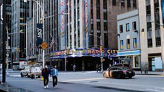 بخشی از نقاط ایالت نیویورک محدودیتهای قرنطینه را به تدریج کنار میگذارند