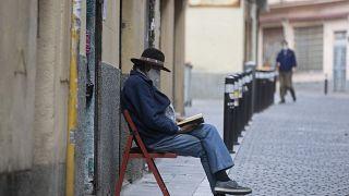 Spagna, di nuovo sotto le 100 vittime quotidiane