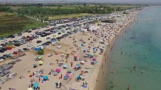 Άνοιξαν οι οργανωμένες παραλίες-Κοσμοσυρροή σε Αθήνα και Θεσσαλονίκη (vid)