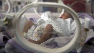 Ουκρανία: Γονείς συνάντησαν για πρώτη φορά τα μωρά τους