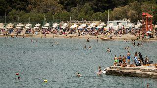 Dalla Grecia alla Francia riaprono le spiagge