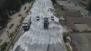 شاهد: أذربيجان ترسل فيلقاً من عمال النظافة والآليات لتطهير شوارع باكو