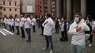 """""""Pandemie der Lügen"""" - Tausende in Europa gegen Corona-Vorschriften"""