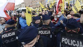 Erőszakba torkollott a varsói tüntetés