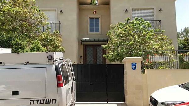مقر إقامة السفير الصيني لدى تل أبيب غداة العثور عليه ميتا في سريره. التاريخ: 17-05-20