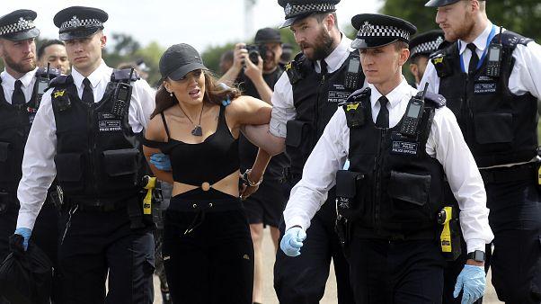 Londra Hyde Park'taki gösterilere polis müdahale etti