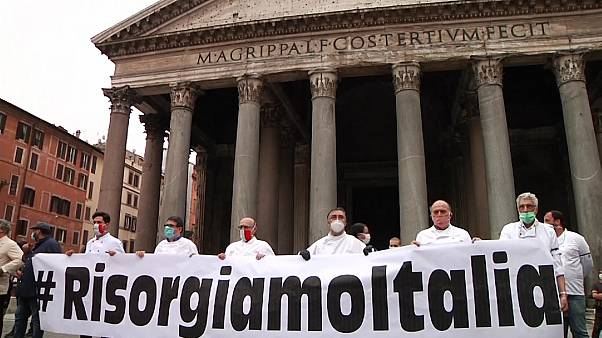 Italy: Restaurant owners protest against economic situation