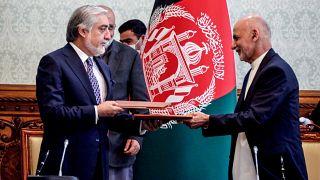 الرئيس الأفغاني وخصمه عبد الله عبد الله يتفقان على تقاسم السلطة في أفغانستان
