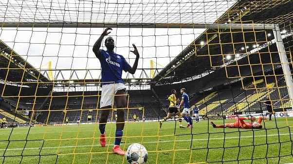 Paliza del Borussia Dortmund al Shalke 04 en un estadio vacío