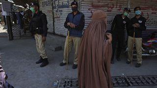 امرأة في بيشاور الباكستانية
