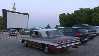 Autósmozikkal segítik a filmipart