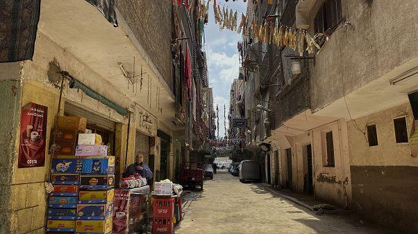 Sokağa çıkma yasağı uygulanan Mısır'da bir sokak