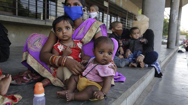 India extiende el confinamiento ante nuevos brotes de coronavirus
