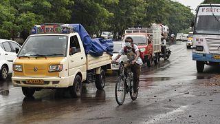 Meghosszabbították a kijárási tilalmat Indiában