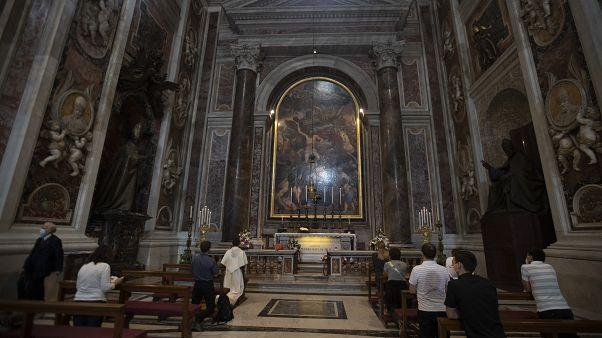 Petersdom öffnet wieder für Gottesdienste