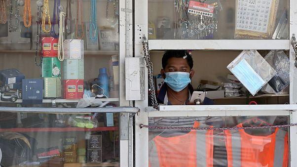 Qatar: fino a tre anni di carcere per chi non indossa la mascherina nei luoghi pubblici
