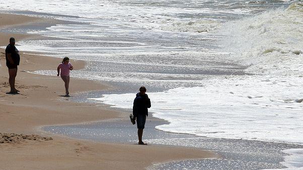 Covid-19 önlemleri: Kısıtlamaları gevşeten ülkelerde plajlar hangi kurallarla açıldı?