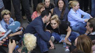 إطلاق سراح زوجة رئيس ألبانيا بعد اعتقالها في مظاهرة وسط تيرانا