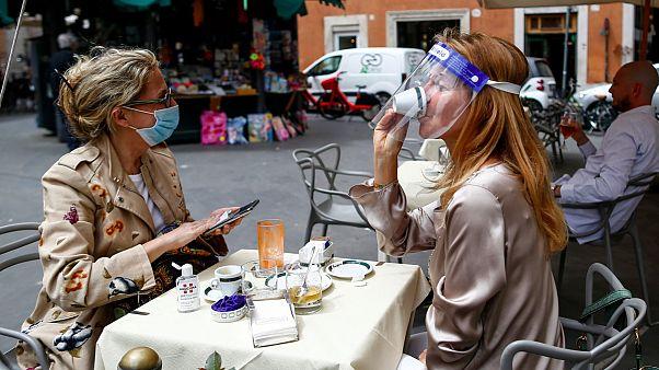 Cafés em Roma voltaram hoje a receber clientes