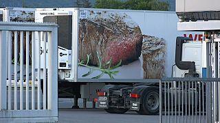 Corona-Ausbruch in Schlachthof: Wohin mit 2000 Tonnen Fleisch?