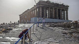 """بعد أكثر من 60 يومًا على إغلاقه.. موقع """"أكروبوليس"""" أثينا يفتح أبوابه مجددا أمام السياح"""