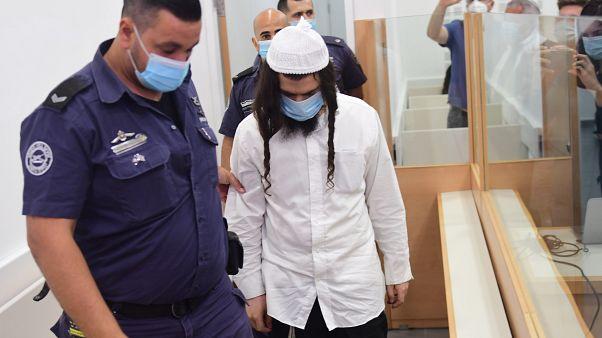 18 yaşındaki bebek de dahil olmak üzere üç kişi öldürmekten suçlu bulunan Amiram Ben-Uliel'in mahkemeye gelişi