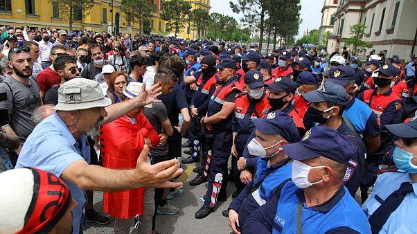 همسر رئیس جمهوری آلبانی در جریان تجمعی اعتراضی دستگیر شد