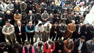 فيروس كورونا يجبر مساجد سوريا على تعليق صلاة عيد الفطر