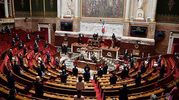 حزب ماكرون يخسر غالبيته المطلقة في البرلمان الفرنسي بعد تشكيل كتلة جديدة