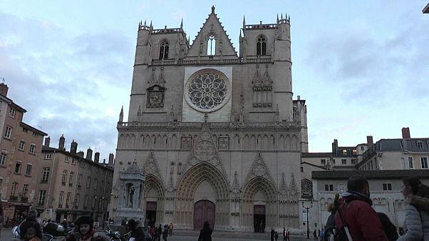 Tribunal francês autoriza encontros religiosos