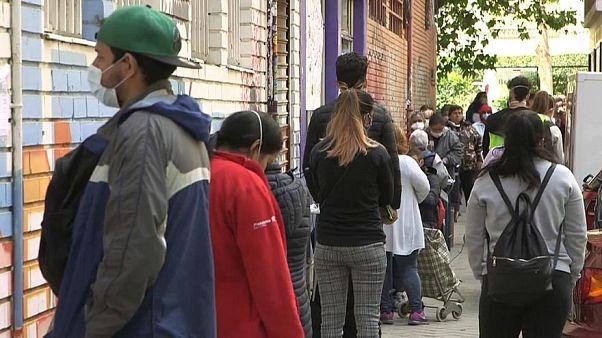 الجمعيات الخيرية الإسبانية تهرع لتوفير الطعام للعاطلين عن العمل